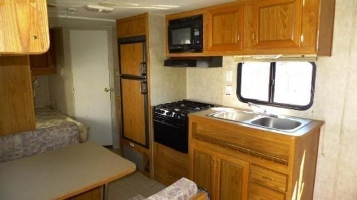Fleetwood-trailer-rental-kitchen