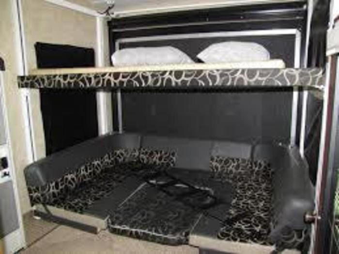 7.-raptor-rear-dining-bed
