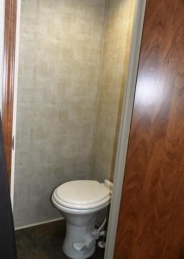Raptor-private-toilet-room-284x400
