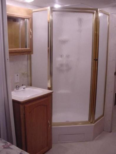 Sportsman5 shower
