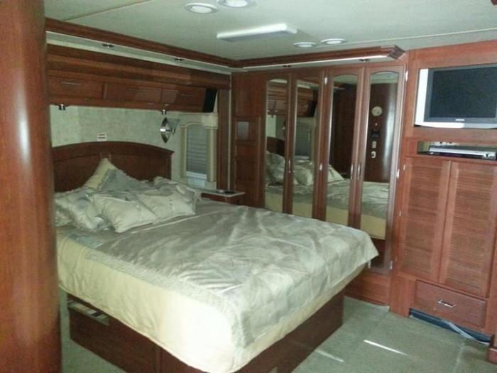 39excursion bedroom