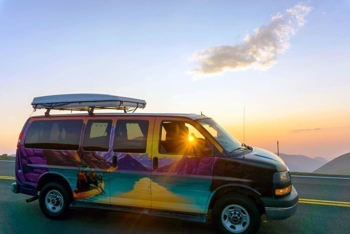 Rocky-mountain-national-park-sunrise-drive-campervan