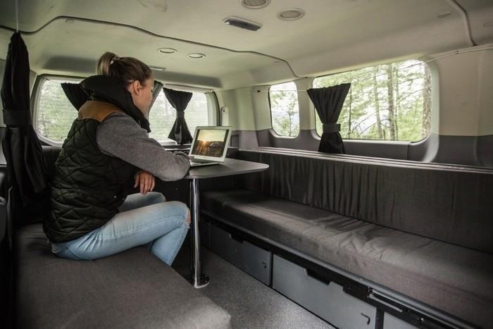 Escape-big-sur-model-interior-table