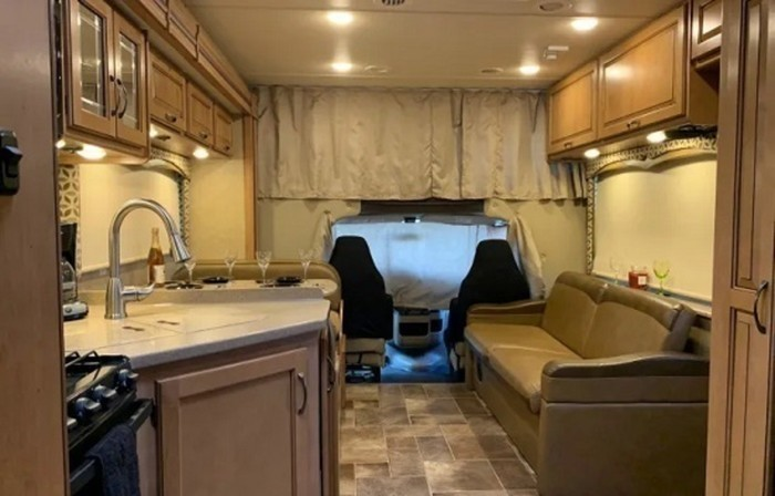 2017 thor four winds living area staged pic 1