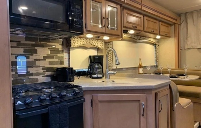 2017 thor four winds kitchen staged pic 1