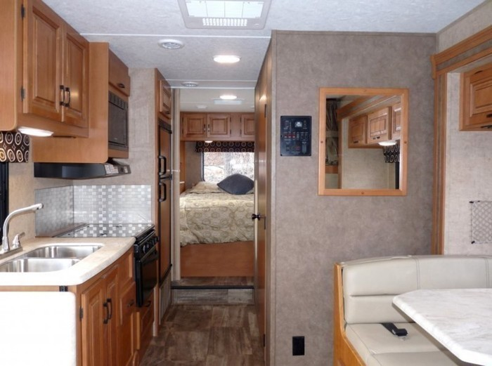 26-ft-motorhome-rental-interior-6