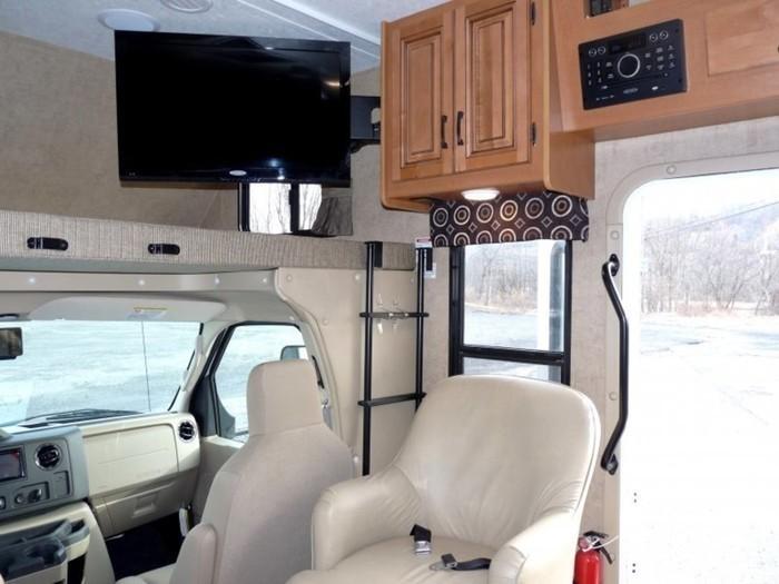 26-ft-motorhome-rental-interior-9