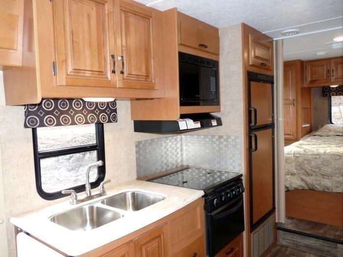 26-ft-motorhome-rental-kitchen-7