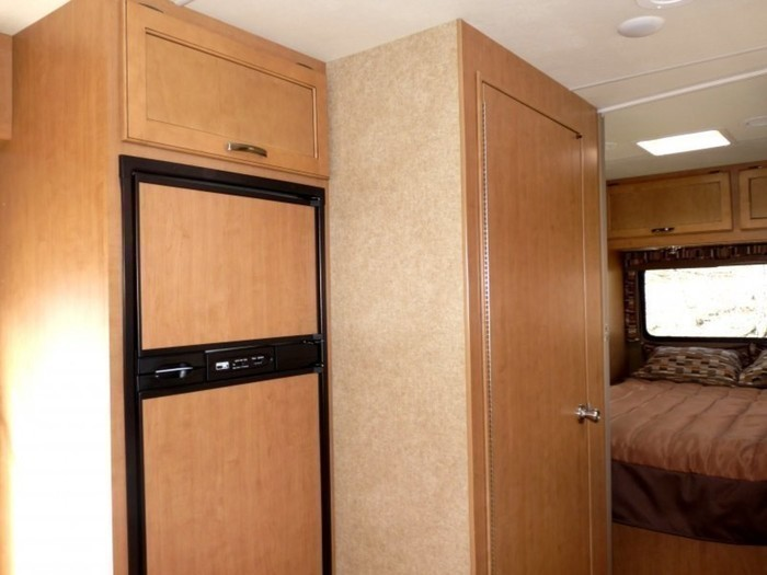 29-ft-motorhome-rental-interior-storage-7