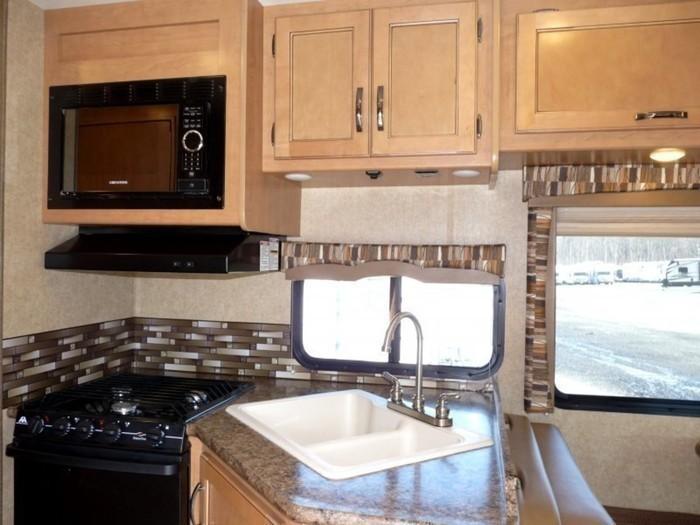 29-ft-motorhome-rental-kitchen-6