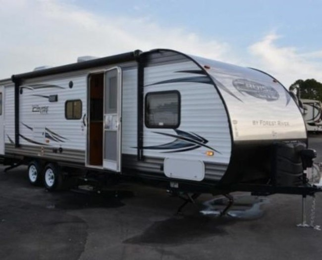 2015-salem-cruise-262bhxl-camper-rental-1-495x400