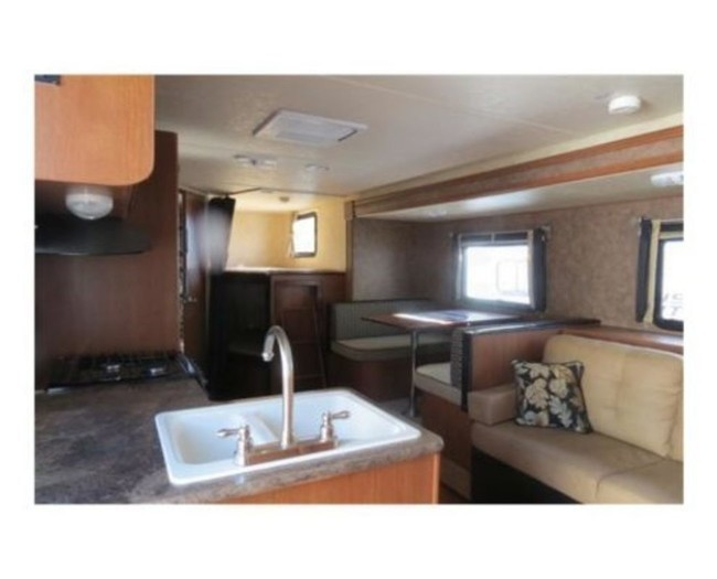 Salem-cruise-camper-rental-interior-1-495x400