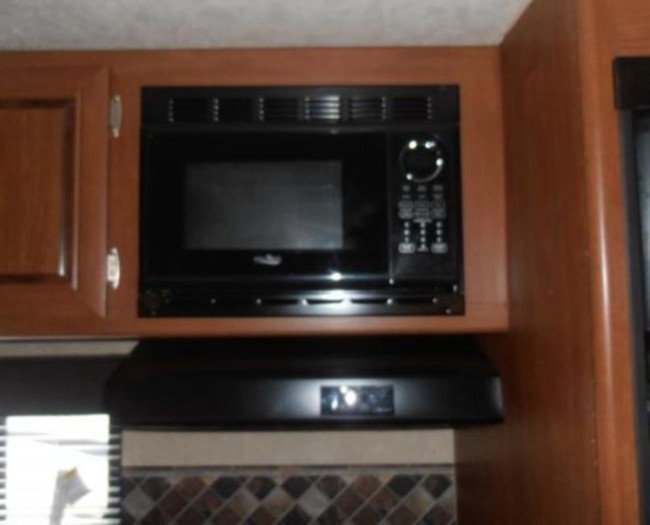 Salem-cruise-camper-rental-microwave-1-495x400