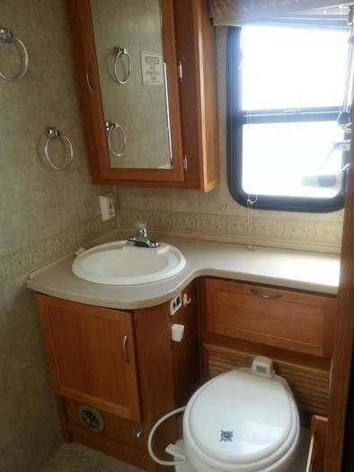 34bounder bathroom