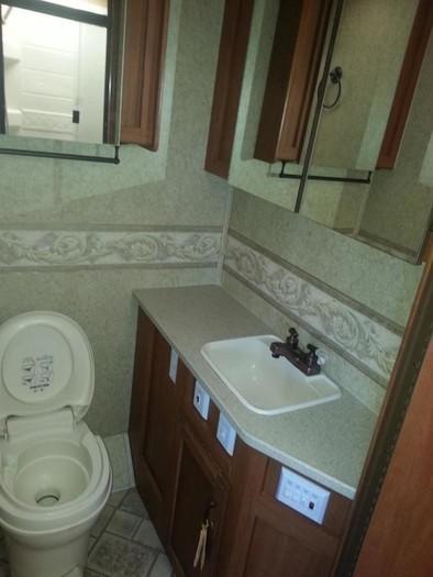 31ghawk bathroom