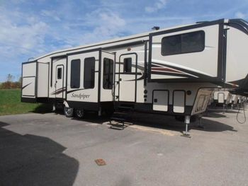 2016 Forest River Forest River Sandpiper 42.8' - Fifth Wheel RV on RVnGO.com