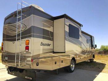 2015 Fleetwood Bounder 3 - Class A RV on RVnGO.com
