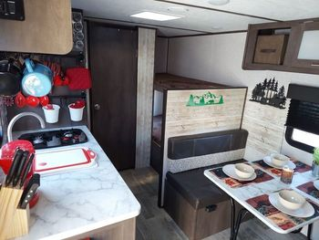 2021 Coleman Coleman Lantern LT B17 - Travel Trailer RV on RVnGO.com