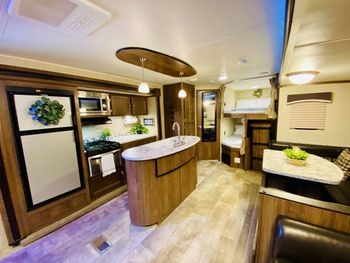 2019 Gulf Stream Kingsport 288isl - Travel Trailer RV on RVnGO.com